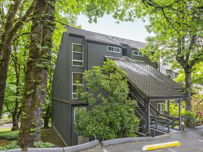 Lake Oswego Condo/Townhouse For Sale: 100 Kerr Pkwy #6