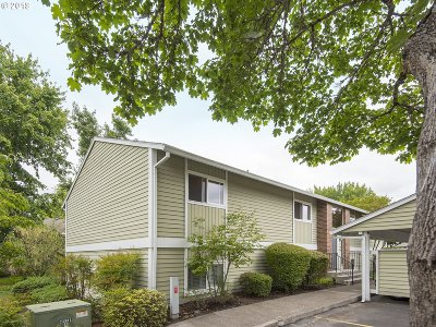 Tigard Condo/Townhouse For Sale: 10960 SW Meadowbrook Dr #11