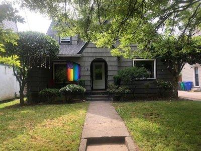 Portland Single Family Home For Sale: 715 SE Peacock Ln