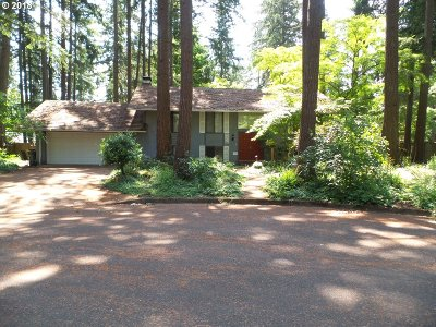 Lake Oswego Single Family Home For Sale: 4890 Indian Creek Ct