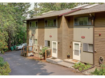 Portland Condo/Townhouse For Sale: 5220 SW 42nd Ave #5220