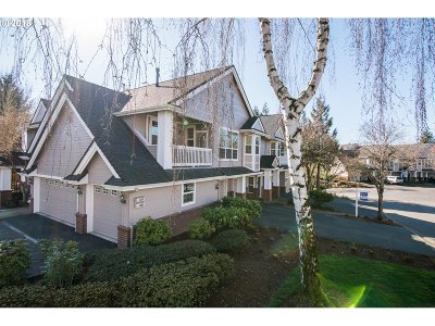 West Linn Condo/Townhouse For Sale: 4555 Summerlinn Way