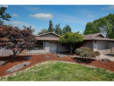 Milwaukie Single Family Home For Sale: 6683 SE Clackamas Rd