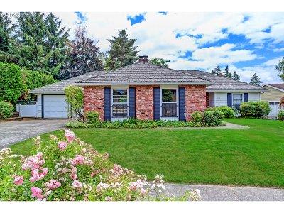 Portland Single Family Home For Sale: 18740 NW Tolovana St