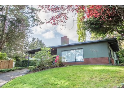 North Bend Single Family Home For Sale: 1249 Buckingham Ave