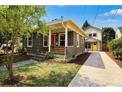 Portland Single Family Home For Sale: 4017 SE 54th Ave