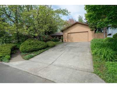 Tigard Single Family Home For Sale: 9945 SW Kent Ct