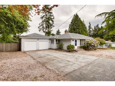 Milwaukie Single Family Home For Sale: 4325 SE King Rd