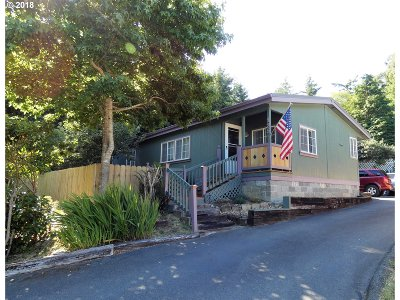 Port Orford Single Family Home For Sale: 135 Woodglen St