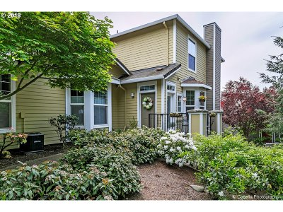 West Linn Condo/Townhouse For Sale: 2200 Snowberry Ridge Ct