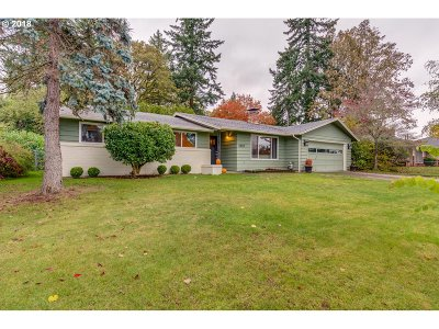 Milwaukie Single Family Home For Sale: 5383 SE Oakland Ave