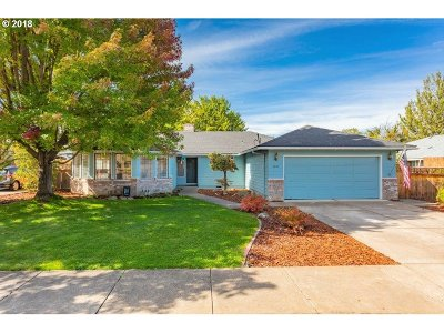 Medford Single Family Home For Sale: 1841 Pinedale St