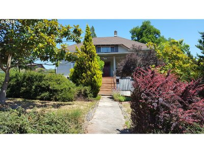 Single Family Home For Sale: 693 NE Winchester St