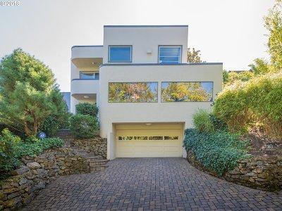 Portland Single Family Home For Sale: 16 SW Abernethy St