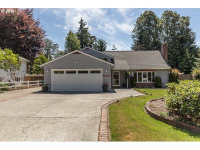 Milwaukie Single Family Home For Sale: 5230 SE Oakland Ave