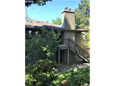 Lake Oswego Condo/Townhouse For Sale: 92 Galen St