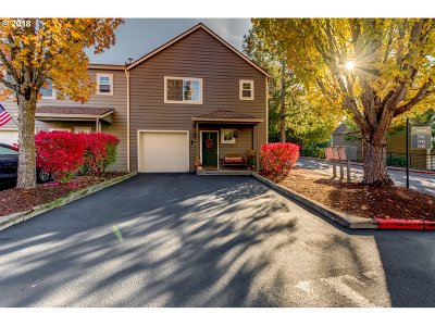 Tualatin Condo/Townhouse For Sale: 7141 SW Sagert St #105