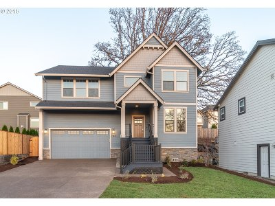 Newberg Single Family Home For Sale: 708 The Greens Dr