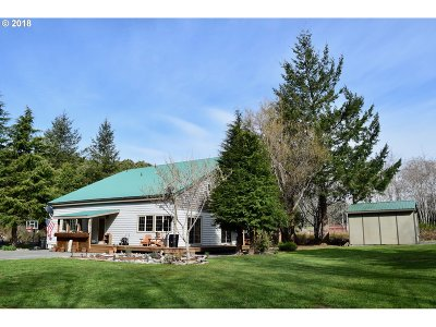 Gold Beach Single Family Home For Sale: 32360 Cedar Valley Rd