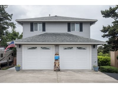 Lincoln City Single Family Home For Sale: 1742 NE 14th St