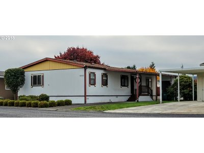 Scappoose Single Family Home For Sale: 51555 SE 6th St