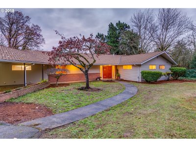 Lake Oswego Single Family Home For Sale: 1588 Cherry Ln