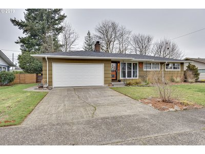 Portland Single Family Home For Sale: 2005 SE 97th Ave