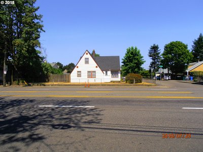 Single Family Home For Sale: 9327 NE Glisan St