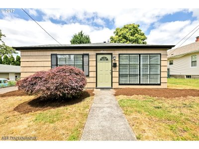 Portland Single Family Home For Sale: 4023 SE Mall St