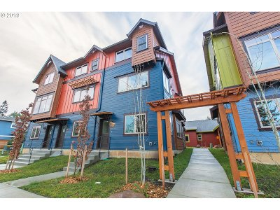 Condo/Townhouse For Sale: 5858 NE Mason St #6
