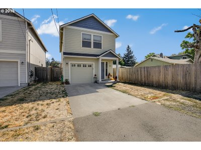 Milwaukie Single Family Home For Sale: 9548 SE 76th Ave