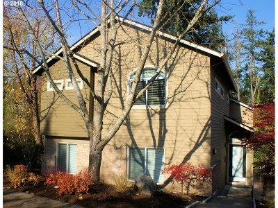 Condo/Townhouse For Sale: 3649 SW Vesta St