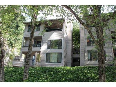 Lake Oswego Condo/Townhouse For Sale: 237 Cervantes