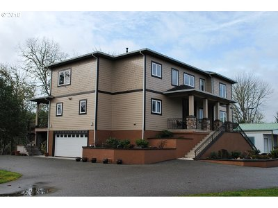 Roseburg Single Family Home For Sale: 213 Independence Ln