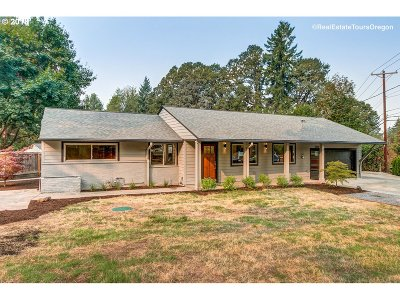Lake Oswego Single Family Home For Sale: 5228 Bonita Rd
