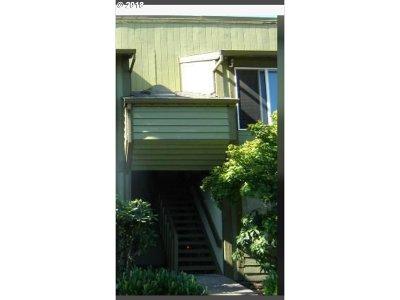 Hillsboro, Cornelius, Forest Grove Condo/Townhouse For Sale: 2330 SE Brookwood Ave #214