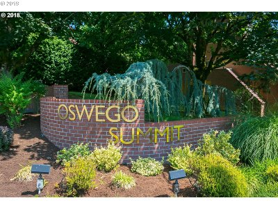 Condo/Townhouse For Sale: 121 Oswego Smt