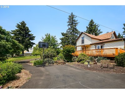 Milwaukie Single Family Home For Sale: 13512 SE River Rd