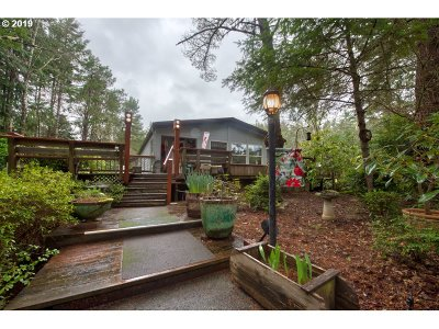 North Bend Single Family Home For Sale: 69627 Wildwood Rd