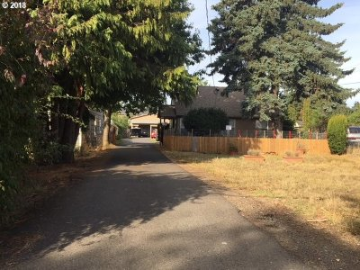 Portland Multi Family Home For Sale: 4915 SE 111th Ave
