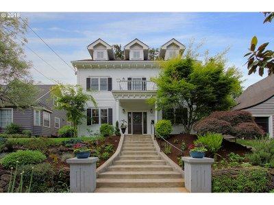 Portland Single Family Home For Sale: 4254 NE Hazelfern Pl