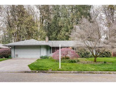 Portland Single Family Home For Sale: 10120 SW 52nd Ave