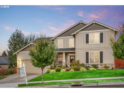 Milwaukie, Clackamas, Happy Valley Single Family Home For Sale: 12693 SE Meadehill Ave