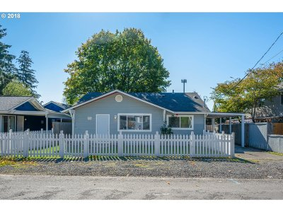 Single Family Home For Sale: 12334 SE Kelly St