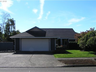 Newberg Single Family Home For Sale: 208 Pinehurst Dr