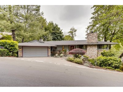 Lake Oswego Single Family Home For Sale: 49 Tanglewood Dr