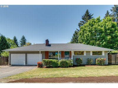 Milwaukie Single Family Home For Sale: 11897 SE Wood Ave