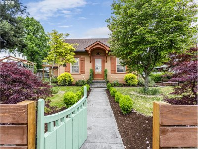 Oregon City Single Family Home For Sale: 121 Center St