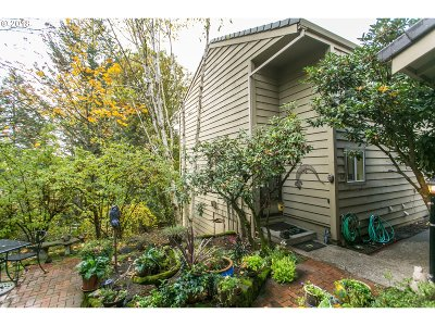 Lake Oswego OR Condo/Townhouse For Sale: $225,000