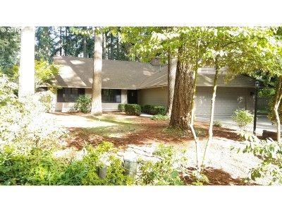 Lake Oswego Single Family Home For Sale: 4862 Indian Creek Ct
